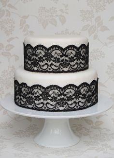 bolo com renda preta