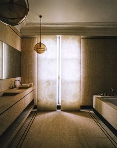 Inside a Superchic Parisian Aerie Designed by Isabelle Stanislas | Architectural Digest French Interior, Home Interior Design, Interior Architecture, Minimalist Bathroom, Minimalist Interior, Apartment Interior, Apartment Design, Parisian Decor, Memphis Design