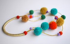 Chic necklace with bobbles