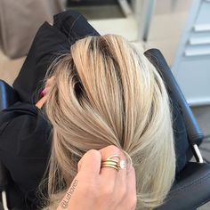 S U M M E R R E A D Y! ☀️ Can you believe she\'s #Cuban and a natural level 4?! #highlights #blonde #bombshell #LizHaven #oneshot #btconeshot_color16 #btconeshot_transformations16 #btcpics • • • #behindthechair #americansalon #modernsalon #hairbrained #houstonhair #houstontx #houstonhairstylist #goldwellusa #htx #houstonian #hairart #houstonhaircut #haircut #HTXhair #houstonstylist #behindthechair_com #houstontexans #houston #balayage #hairpainting #urbanart