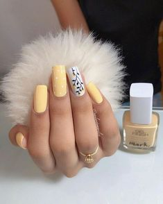 On average, the finger nails grow from 3 to millimeters per month. If it is difficult to change their growth rate, however, it is possible to cheat on their appearance and length through false nails. Are you one of those women… Continue Reading → Summer Acrylic Nails, Best Acrylic Nails, Fall Nail Art Designs, Gel Nail Designs, Aycrlic Nails, Manicures, Glitter Nails, Coffin Nails, Stylish Nails