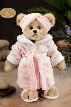 Patty Pampered by Bearington. Love this spa bear - looks just like me! My Teddy Bear, Cute Teddy Bears, Bear Toy, Teady Bear, Teddy Bear Clothes, Teddy Bear Pictures, Boyds Bears, Love Bear, Cuddling