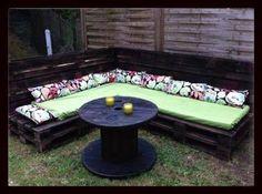 Garden Pallet furnitures – Salon de Jardin en Palettes | 1001 Pallets Garden Sofa, Garden Furniture, Outdoor Furniture Sets, Outdoor Decor, Outdoor Stuff, Diy Furniture, Pallet Crafts, Diy Pallet Projects, Pallet Ideas