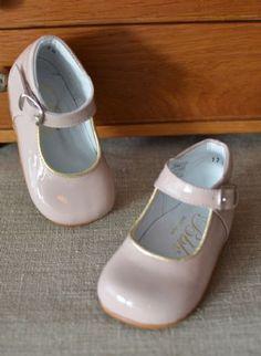 souliers-tenue-demoiselle-honneur-babies-rose-pale-bbk-cereza.jpg (350×479)
