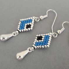 Earrings, handmade, in miyuki beads, rhombus, blue-black-silver Beaded Earrings Native, Earrings Handmade, Handmade Jewelry, Bead Jewellery, Beaded Jewelry, Seed Bead Bracelets, Seed Bead Earrings, Craft Accessories, Bead Embroidery Jewelry