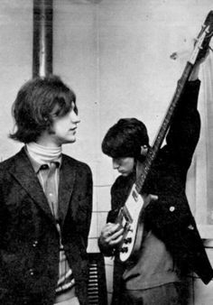 Ray Davies and Dave Davies, The Kinks. 60s Music, Music Icon, Dave Davies, Jazz, The Kinks, Band Photos, British Invasion, Rock Legends, Classic Rock