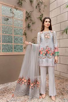 Jazmine luxury embroidered cotton collection 2018 master repica is part of Pakistan dress - Fabric Cotton Embroidered Neckline Printed Cotton Shirt Front Printed Cotton Shirt Back Printed Cotton Sleeves Embroidered Net Dupatta Plain Trousers Included Beautiful Pakistani Dresses, Pakistani Dresses Casual, Pakistani Bridal Dresses, Pakistani Dress Design, Casual Dresses, Pakistani Designer Clothes, Pakistani Couture, Pakistani Fashion Party Wear, Indian Fashion Dresses