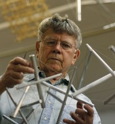 Kenneth Snelson, Sculptor Who Fused Art, Science and Engineering, Dies at 89 - The New York Times Buckminster Fuller, Great Thinkers, Create Words, Ny Times, Architects, Engineering, How To Apply, Science, Integrity