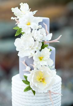 Focal flowers are fine and dandy, but filler flowers bring your sugar flower arrangements to life! Incorporate them into your cake designs with these 7 top tips.
