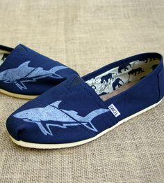 I get an adrenaline rush just looking at these!!! Imagine wearing them? Uh, YES PLEASE!!! Blue Printed Toms Shoes - Shark