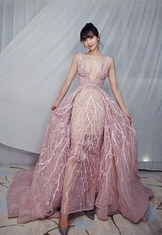 Victoria Song aka Song Qian at National drama festival Debut Dresses, Nice Dresses, Kpop Fashion, Asian Fashion, Couture Dresses, Fashion Dresses, Moda Kpop, Girl Drawing Pictures, Victoria Song