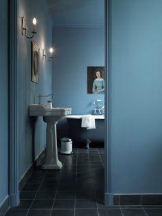 Farverige boliger med karakter  This blue shade!