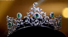 The Duchess of Devonshire's emerald and diamond tiara. Not that I want it or anything. : )