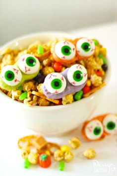 Halloween Monster Mash is simple to make, absolutely delicious, and so festive to help bring the Halloween spirit to any party! MichaelsMakers Design Dazzle