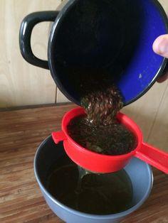 Potrzebne składniki: 3 łyżki siemienia lnianego 1 łyżka suszonego tymianku pół litra wody