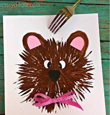 7 Crafts to Celebrate a Teddy Bear Picnic: Teddy Bear Art Project Join in on the fun in the forest with these 7 crafts to celebrate a teddy bear picnic. Make sure to go to the picnic in disguise as a teddy bear! Kids Crafts, Daycare Crafts, Classroom Crafts, Toddler Crafts, Arts And Crafts, Kindergarten Art, Preschool Crafts, Teddy Bear Crafts, Classe D'art