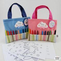 Veja que linda essa sacola nuvem com giz de cera e desenhos para colorir, as criançadas irão adorar!