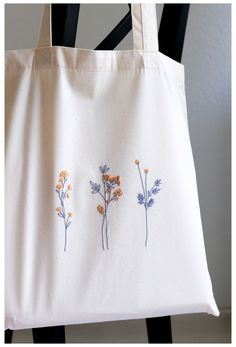 Embroidery On Clothes, Embroidery Bags, Simple Embroidery, Embroidered Clothes, Hand Embroidery Patterns, Embroidery Stitches, Diy Embroidery Canvas, Simple Flower Embroidery Designs, Embroidery Hoop Art