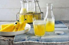Alcoholvrije kindercocktail met ananas In de SoupMaker kun je ook heerlijke drankjes maken. Bijvoorbeeld deze frisse alcoholvrije cocktail met vers fruit. Lekker op een warme dag! Aantal personen: 4 Ingredienten: 1 ananas 1 citroen 1 eetlepel agave siroop IJsblokjes Recept uitleg: Schil de ananas en verwijder de kern. Snijd de helft in kleine stukken en doe deze in de SoupMaker. Pers de citroen uit. Vul de SoupMaker tot het bovenste streepje met ijsblokjes en voeg het citroensap en de agave…
