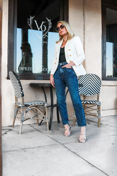 Affordable White Blazer, Fashion blogger Erin Busbee of Busbee Style wearing a white double breasted blazer, mom jeans, black puff shoulder bodysuit, and python sandals from Express in west Texas White Blazer Outfits, Cute Outfits With Jeans, Jean Outfits, Busbee Style, Clubbing Outfits, High Waisted Mom Jeans, Black Bodysuit, Distressed Denim, Spring Outfits