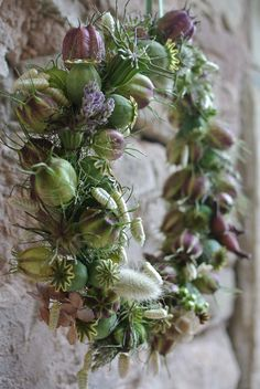 Dried flowers and seed pods Wreaths And Garlands, Door Wreaths, Autumn Wreaths, Christmas Wreaths, Deco Floral, How To Make Wreaths, Dried Flowers, Flower Decorations, Floral Arrangements