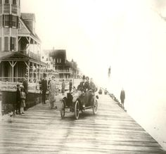 Dr. Francis Townsend, Sr. was free to drive his brand new automobile on the Boardwalk back in 1915.
