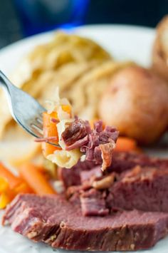 This Slow Cooker Apple and Brown Sugar Corned Beef and Cabbage recipe will be the best version you have ever tasted! Double the recipe because it Slow Cooker Corned Beef, Corned Beef Recipes, Slow Cooker Apples, Best Slow Cooker, Crock Pot Slow Cooker, Crock Pot Cooking, Slow Cooker Recipes, Crockpot Recipes, Cooking Recipes