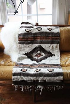 Cowgirl Home: Decorating with Navajo Rugs - COWGIRL Magazine - List of the best home decor Southwestern Decorating, Southwest Decor, Southwest Style, Southwest Bedroom, Native American Blanket, Native American Decor, Native American Bedroom, Room Deco, Sweet Home