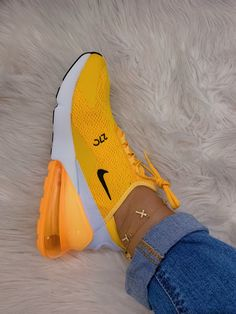 – # – Related posts: 28 jolies chaussures à porter Nike Air Max 270 SE – Nike tekno – # Nike Airforce Sneakers of the Month Yellow Sneakers, Yellow Nikes, Yellow Trainers, Burgundy Sneakers, Colorful Sneakers, Souliers Nike, Nike Air Shoes, Sneakers Adidas, Nike Air Max