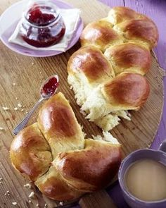 Geflochtenes Brioche-Brot - Zopf - braided breakfast bread... in Bern it's also used for sandwiches...