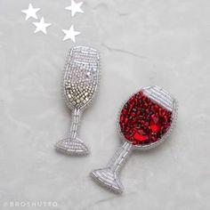 #брошь #броши #брошьизбисера #шампанское #вино #бокал #брошьбокал #брошьшампанское #брошьвино Выходное настроение ✨ (продано) 5,5 х 2 см Цена повтора 1200₽ (в наличии) 6 х 3 см 1200₽ Брошь из бисера вино, шампанское