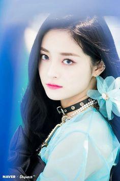 K-Pop Babe Pics – Photos of every single female singer in Korean Pop Music (K-Pop) South Korean Girls, Korean Girl Groups, Ioi Pinky, Pledis Girlz, Pledis Entertainment, Female Singers, Single Women, Celebs, Celebrities