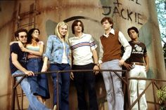 15 Things That Make No Sense About That Show When it comes to reminiscing about the awkwardness of adolescence, no sitcom captures this as perfectly as… Movies Showing, Movies And Tv Shows, That 70s Show Characters, Michael Kelso, Eric Forman, Best Sitcoms Ever, Classic Halloween Costumes, Halloween 20, Film Anime