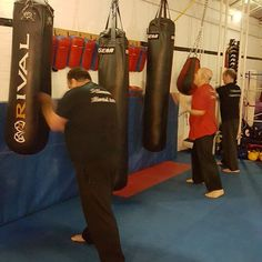 Some of the Mantis kungfu students on the bags tonight  #basildon #fitness #health #essex #tonywillis #training #coaching #martialarts #selfdefense