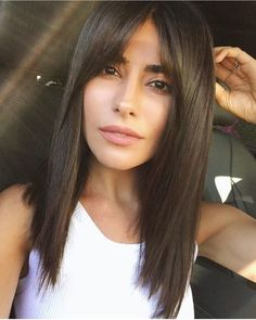 mid-length hair with bangs: Inspire yourself - Frisuren - Cheveux Medium Length Hair With Bangs, Long Hair With Bangs, Haircuts For Long Hair, Haircuts With Bangs, Medium Hair Cuts, Medium Hair Styles, Trendy Hairstyles, Curly Hair Styles, Haircut Bangs
