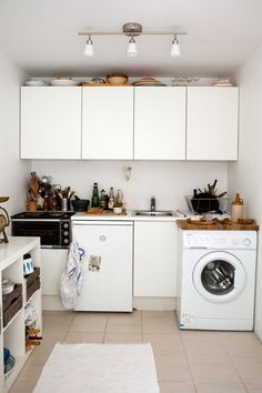 I like this kitchen (but without the washing machine blocking the way).