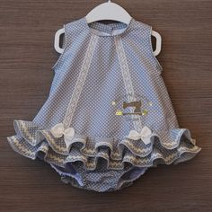 Traje de flamenca tipo jesusito con braguita a juego - List of the most beautiful baby products Baby Girl Romper, Little Girl Dresses, Baby Girl Newborn, Girls Dresses, Baby Girls, Baby Girl Fashion, Kids Fashion, Baby Dress Design, Baby Dress Patterns