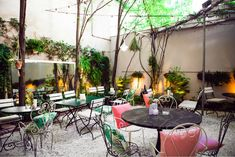 """Motto"" renoviert von Gerd Zehetner und @laurakarasinski karasinski   Ausser Bar & Restaurant in Szenelokal   wohn-designtrend.de   #motto #mottowien #trend #toprestaurants #topbars #wheretogoout"