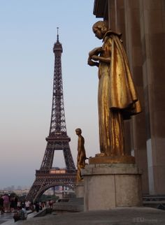 These golden statues can be found between the two wings of the Palais de Chaillot and make for a great view with the famous Eiffel Tower in the background at the beginning of dusk.  You may also like www.eutouring.com/images_palais_de_chaillot.html