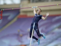 Der Franzose Renaud Lavillenie ist der Topfavorit auf Stabhochsprung-Gold bei der Leichtathletik-WM in Moskau. (Foto: Christophe Karaba/dpa)