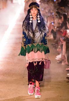 Gucci Resort 2019 Arles Kollektion – Vogue # - Beauty Tips & Tricks Gucci Fashion, Ethnic Fashion, Live Fashion, Colorful Fashion, Fashion Week, Runway Fashion, Fashion Show, Womens Fashion, Fashion Design