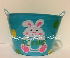 Personalized vinyl Easter bucket. #cricut #vinylprojects #easterbuckets
