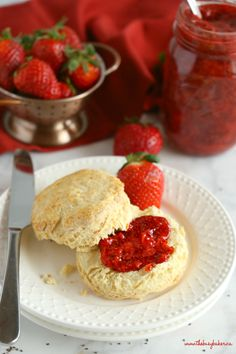 This Easy Chia Seed Strawberry Jam is the perfect healthy homemade jam made with only 3 healthy, natural, whole-food ingredients! Jam Recipes, Whole Food Recipes, Snack Recipes, Snacks, Cleanse Recipes, Light Recipes, Dessert Recipes, Trader Joe's, Smoothies