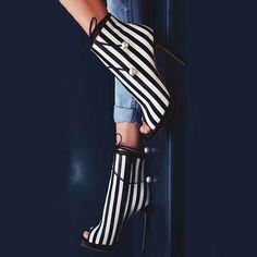 Shoespie Stripe Beads Peep Toe Pumps