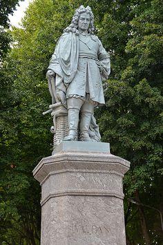 Statue de Vauban . Avallon (Yonne) - Bourgogne