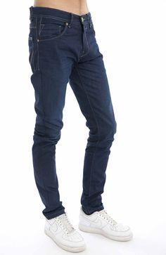 Jeans básicos corte direito.