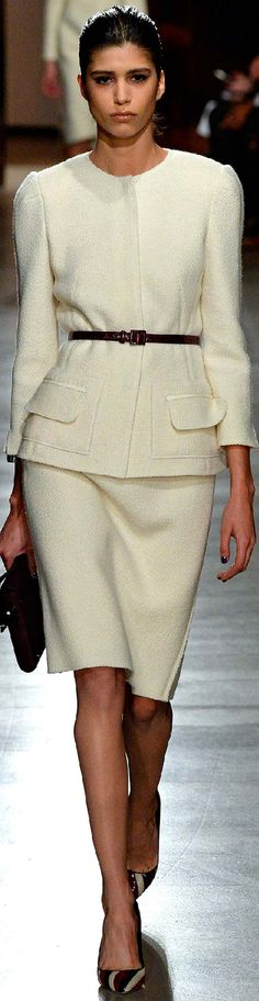 Fall 2015 Ready-to-Wear Oscar de la Renta. LOVE Oscar de la Renta, Gucci, Prada, YSL, Chanel still very tasteful and chic! Love this streamlined look for fall! Yes! Would be great with sexy boots or fancy pumps.