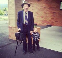 How absolutely WONDERFUL that we have generations in Jah's great fold. Great-Grandpa 92 and Grandson 2 out in service Old Grandpa, Go And Make Disciples, Jw Humor, Kingdom Hall, Matthew 28, Jehovah S Witnesses, Bible Truth, Young Ones, Happy People