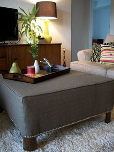 Live From Bye Bye Table, Hello Ottoman! She took an ugly boring coffee table and made this! I have this table, so doing this asap Diy Furniture Projects, Furniture Makeover, Home Projects, Home Furniture, Furniture Plans, Table Cafe, A Table, Diy Ottoman, Upholstered Ottoman