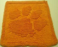 paw dishcloth pattern. Cute!